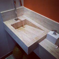 Pia esculpida para o lavabo novo