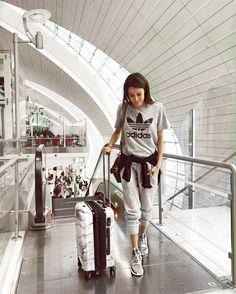 Dubai ✈️ SLC back to the cold! Dubai ✈️ SLC back to the … Airport Style Travel Outfits, Comfy Travel Outfit, Travel Outfit Summer, Summer Outfits, Airport Fashion, Travel Style, Airport Chic, Travel Fashion, Dubai
