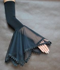 Elegant GOTHIC VAMPIRE costume Victorian Evening glones Glamour long GLOVES with mistic floune, frill, black tulle, fingerless mittens - Clothes - Kurti Sleeves Design, Sleeves Designs For Dresses, Sleeve Designs, Blouse Designs, Gothic Vampire Costume, Vampire Costumes, Victorian Vampire, Sewing Sleeves, Long Gloves