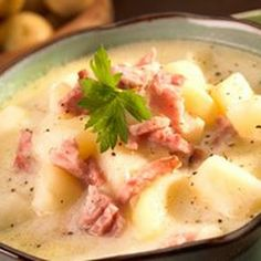 Crock Pot Ham & Potato Soup. Ingredients 7	c. diced potatoes (about 4 medium) 1	c. diced onion (about 1 medium) 1	large carrot, chopped 2	c. ham, diced 5	. c. hot water 1	Knorr Chicken Bullion cube (extra large size that makes 1 quart broth or 4 small cubes that make 1 cup each) 1	c. 2% milk ½	c. sour cream Salt and Pepper to taste