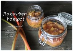 Rabarberkompot. Bakað í ofni, líst vel á uppskriftina, lítill sykur. Rhubarb compot, made in the oven so the rhubarb doesn't go mushy, small amount of sugars. But consider yourself warned, this is a blog in danish!