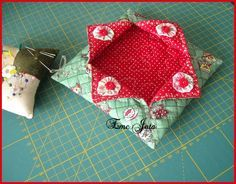 Patchwork Quilt, Quilts, Sewing Projects, Projects To Try, Pin Cushions, Fiber Art, Wood Crafts, Coin Purse, Patches