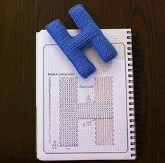 Alfabeto crochet - H Crochet Alphabet Letters, Crochet Letters Pattern, Letter Patterns, Cross Stitch Alphabet, Crochet Diagram, Crochet Chart, Crochet Motif, Crochet Stitches, Crochet Diy