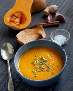 La courge butternut est idéale pour la soupe et velouté grace à sa texture et son gout unique. Voici la recette de la soupe de butturnet, la préparation et la cuisson Healthy Soup, Healthy Cooking, Healthy Eating, Healthy Recipes, Best Dinner Recipes, Fall Recipes, Soup Recipes, Butternut Soup, No Salt Recipes