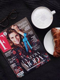 Morning Magazin and coffee.