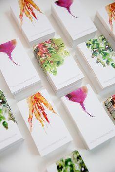 Watercolor Veggies colors logo business cards corporate identities Me llama poderosamente el diseño de estas tarjetas de presentación, poco convencionales porque han integrado un filtro o una acuarela como motivo principal. El diseño es inovador, sencillo, limpio y poderosamente comunicativo con pocos elementos. Ademas trasladaron la composición descentrada manteniendo el equilibrio compositivo