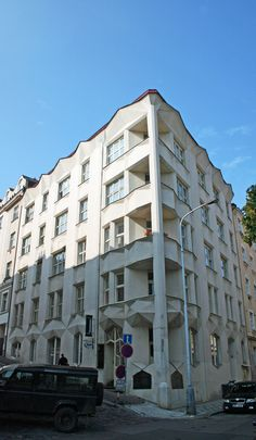 Josef Chochol | Apartamentos Hodek | Calle Neklanova 30 | Praga, República Checa | 1913-1914 Feel Fantastic, Czech Republic, No Equipment Workout, Workout Programs, Architecture, Fitness, Check, Cubism, Street