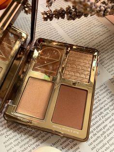 Black Girl Makeup Natural, Natural Makeup, Glow Palette, Makeup Palette, Personal Beauty Routine, Makeup Collection Storage, Minimalist Makeup, Yves Saint Laurent, Free Makeup Samples