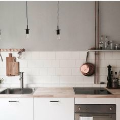 Todays inspiration 💭 Köksinspiration till sommarstugan som vi kommer köpa s… Today's inspiration 💭 Kitchen inspiration for the summer house, which we will soon buy 😆 if we find one to say … Pic owner and accompanying tips for today is MOE of Sweden ❤️ Home Decor Kitchen, Beautiful Kitchens, Kitchen Decor, Loft Kitchen, Kitchen Views, Home Kitchens, Minimalist Kitchen Design, Kitchen Design, Swedish Kitchen