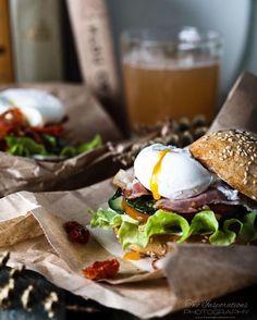 «С пятницей вас, друзья! У нас сегодня весь день - завтрак. А все благодаря шестой теме #марафонфудфото. Этот аппетитный бургер с яйцом - от…»