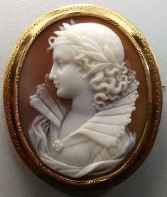 Rarest Victorian Shell Cameo Brooch of Queen Elizabeth the1st Set in Gold Gorgeous Cameo | Must Have :)