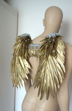 Golden Goddess Feather Wings Backpack Angel by LamourLeAllure Fantasy Costumes, Dance Costumes, Halloween Costumes, Fairy Costumes, Angel Wings Costume, Fairy Makeup, Mermaid Makeup, Makeup Art, Fantasy Hair
