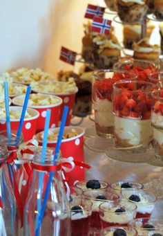 Godt til Mai Cinnabon, Candy Table, Food Styling, Party Time, Deco, Food And Drink, Dessert, Breakfast, Constitution