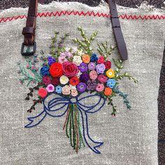 -2017/06/07 경기도 계시는 재*님께~ 화려한걸 원하셔서 열심히... 많이 기다리셨죠 금요일에 보내겠습니다 믿고 주문해주시고 이뿌다하셔서 감사합니다 늘 건강하시고 좋은날들 되십시오~ . . . . . By Alley's home #embroidery#homemade#homedecor#needlework#antique#ribbonembroidery#embroideredflowers#silkribbons#silkribbonembroidery#프랑스자수#서양자수#진해프랑스자수#창원프랑스자수#마산프랑스자수#리본자수#꽃자수#자수타그램#실크리본자수#창원프랑스자수_앨리의프랑스자수리본자수#진해프랑스자수_앨리의프랑스자수리본자수#앨리의프랑스자수#자수소품#손자수#리본자수수업#꽃다발자수#창원프랑스자수수업#창원리본자수수업#부케가방#리투아니아가방#자수가방