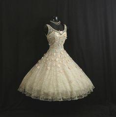 Vintage Ivory Lace Pink Daisies by VintageVortex 50s Dresses, Prom Party Dresses, Vintage Dresses, Nice Dresses, Vintage Outfits, Vintage Fashion, Wedding Dresses, Awesome Dresses, Vintage Clothing