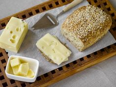 Low-Carb Cheese and walnut bread with Sukrin Bread Mix The smarter difference: 35% less calories, 88% less carbs and 3 x the fibre of regular walnut bread  Serves: makes 1 loaf - Time to prepare: 10 min. Time to cook: 70 min Preparation: Easy Free From: Sugar, Gluten, Wheat, Egg, Yeast and Soya Suitable for Diets: Diabetics and Coeliacs Suitable for Lifestyles: Low-carb, Sugar-free, Vegetarian. Allergens (Contains): Sesame, Dairy and Whey protein. Beneficial Nutrition: Low-Carb, High Fibre…