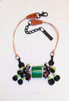 Collar GÉMINIS hecho de cuero, cristal africano, ágata y resina del dúo mexicano de joyería Trece De Corazones