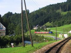 Ybbstalbahn Personenzug 14.08.2007, Haltestelle Mirenau- 2009/10 umgebracht von einer verkehrten Verkehrspolitik von Rot und Schwarz