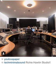 Richie Audio Studio, Music Studio Room, Sound Studio, Video Editing Studio, Recording Studio Setup, Home Studio Desk, Home Music Rooms, Studio Equipment, Quartos