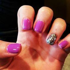 purple + glitter accent nails.