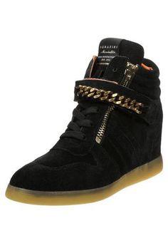 Serafini MANHATTAN Zapatillas altas black #sneakers #offduty #covetme #serafini Black Sneakers, High Top Sneakers, Manhattan, High Tops, Shoes, Fashion, Shoe, Moda, Shoes Outlet
