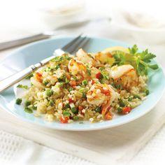 El arroz integral tiene más valor nutritivo que el arroz blanco debido a que tiene salvado, el cual es rico en vitaminas, fibra, hierro, magnesio, calcio y potasio. Combinado este arroz frito con camarón y verduras, nos ofrece un inigualable sabor.