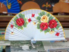 Hand Fans, Umbrellas, Hands, Deco, Artist, Cute Hats, Painted Fan, Simple Hairstyles, Hair
