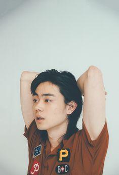 【小栗旬×菅田将暉】直撃インタビュー「小栗旬から見た菅田将暉」「菅田将暉から見た小栗旬」って?の画像一覧 | Ray Japanese Boy, Fashion Poses, Portraits, Look Younger, Pose Reference, Woman Face, Film Photography, Beautiful Boys, Character Inspiration
