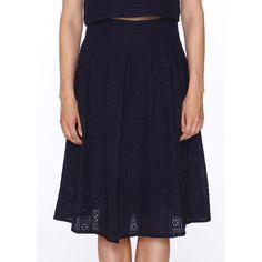Falda midi ajustada a la cintura. Vuelo tableado. Cierre con cremallera en una lateral. Acabado en tejido con bordado inglés. Color azul marino