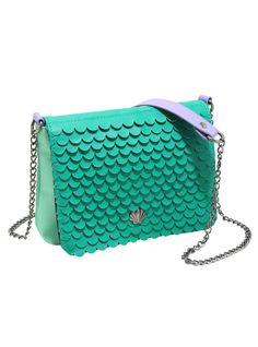 This Ariel purse will definitely complete your next DisneyBound | Disney Style | The Little Mermaid | La Sirenita | @dgiiirls