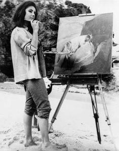 1964: English born film star Elizabeth Taylor painting on the beach in her role in the MGM film, 'Sandpiper' which also stars Richard Burton. Set in Northern California. Photo: Express, Getty Images / Hulton Archive