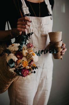 Un bouquet séchées aux couleurs vives et joyeuses pour apporter une belle énergie dans la déco. photo @masaephotographie
