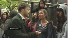 Justin Bieber dijo que estaba intoxicado y terminó antes su segundo shows en Buenos Aires. CQC estuvo allí para hablar con los fanáticos después del show.