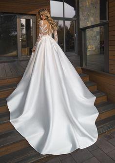 Wedding Dress Train, Custom Wedding Dress, Wedding Dress Sleeves, Princess Wedding Dresses, Best Wedding Dresses, Bridal Dresses, Queen Wedding Dress, Classic Wedding Gowns, Elegant Wedding Dress
