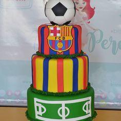Bolo falso em biscuit de acordo com o modelo enviado pela cliente! #temafutebol #festafutebol #festademenino #festademenina #loucosporfutebol #futebolarte #bolofalsoembiscuit #barbacena