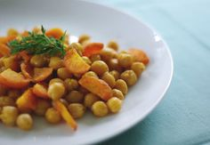 Spicy Roasted Chickpeas and Carrots with Lime by So Good & Tasty Greek Recipes, Raw Food Recipes, Healthy Recipes, Lime Recipes, Tasty Meals, Vegan Meals, Baking Recipes, Vegetarian Main Dishes, Vegetarian Recipes