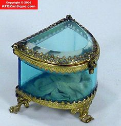 Victorian French Beveled Glass Blue Jewelry Box Victorian French Beveled Glass Blue Jewelry Box This image has get Glass Jewelry Box, Jewellery Boxes, Jewellery Storage, Antique Boxes, Antique Glass, Antique Jewelry, Glass Boxes, Vintage Box, Beveled Glass