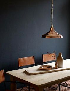 Pimpelwit : copper lamp - dining table - chairs