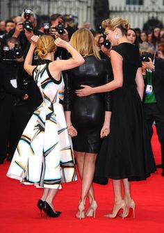 Pin for Later: Leslie Mann Grabs Cameron Diaz's Butt on the Red Carpet!