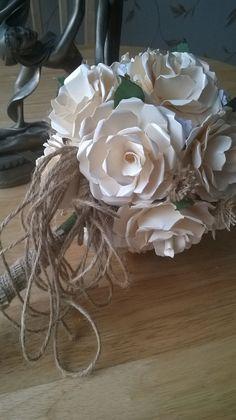 Bouquet da sposa avorio con accento rustico di SSOWEDDINGSHOP