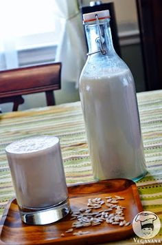 leite de sementes de girassol germinadas Veggie Recipes, Vegetarian Recipes, Vegan Milk, Lactose Free, Kefir, Kitchen Recipes, Going Vegan, Glass Of Milk, Food And Drink