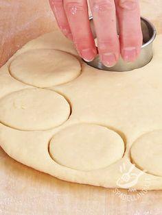 Dough Scones - L'Impasto per Scones vi permetterà di preparare i famosi dolcetti scozzesi, gli Scones, simili per lievitazione alla pasta brioche, ma meno dolci.
