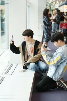 Yedam and Jihoon at Incheon Airport Treasure Maps, Treasure Boxes, Yg Entertainment, Fandom, Yoshi, Hyun Suk, K Idols, Boy Groups, Cool Pictures