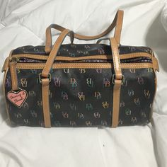 Dooney and bourke small purse Small dooney purse USED but in good condition Dooney & Bourke Bags