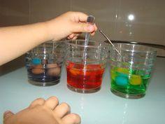 Els nostres moments: Experimentación con hielo 2 y magia! Obtener colores secundarios