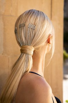Low Sleek Ponytail with Hair Chains Using Milk + Blush Hair Extensions – Milk + Blush Hair Extensions – hairtrends Holiday Hairstyles, Party Hairstyles, Catwalk Hair, Hair Chains, Ponytail Extension, Sleek Ponytail, Party Looks, Gorgeous Hair, Hair Band