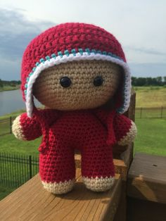 Have you seen the Big Head Baby Doll craze in the online crochet community? These things are CRAZY cute and SUPER fast to whip up. You need one.