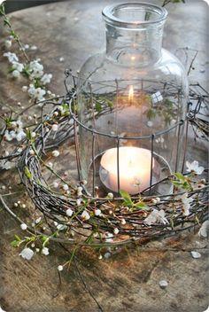 Met takken een prachtig windlicht voor Pasen