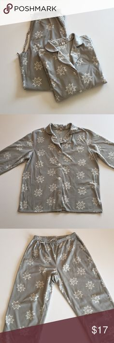 """Gap Gray Print Fleece Pajamas Excellent condition except for a minor spot shown in picture 4. Soft, medium weight. Gray with white snowflakes. 100% polyester. Top has 4 buttons. 21"""" from armpit to armpit. 23.5"""" long. Bottoms have elastic draw string waist. Waist 25"""". Inseam 28"""". Not from a smoke-free house. GAP Intimates & Sleepwear Pajamas"""