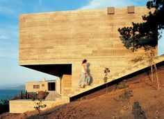 The Casa Pite is house with outdoor swimming pool and pavilion bordering the cliff. Latina, John Lautner, Concrete Tiles, Roof Plan, Ecology, Home Projects, Modern Architecture, Interior Inspiration, Outdoor Spaces
